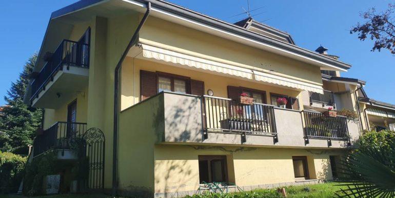 Bolzano Novarese villa a schiera con giardino
